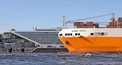 RoRo Frachtschiff Grande Africa auf der Elbe Höhe Dockland - Bilder aus Hamburg Altona.