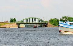 Blick über den Reiherstieg in die Einfahrt des Veddelkanals in Hamburg Wilhelmsburg.
