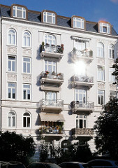 Gründerzeitfassade - Mehrstöckiges Gründerzeitgebäude im Eppendorfer Weg - Historische Hamburger Archtektur - gtubürgerliche Wohnhäuser in Hoheluft Ost.