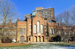 Hauptgebäude des seit mehr als 30 Jahren unter Selbstverwaltung stehenden Schröderstifts.
