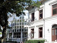 Historisches Gebäude - moderne Glasarchitektur - Architekturfotografie aus Hamburg Alsterdorf.