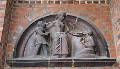 ehem. Gebäude Allgemeine Ortskrankenkasse AOK Bethesdastrasse - Bauschmuck Bilhauer Ludwig Kunstmann.