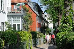 Fussweg entlang der Elbe - Spaziergang durch Hamburg Oevelgönne - Sehenswürdigkeiten Hamburgs - Bilder aus den Hamburger Stadtteilen.