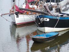 Bug Fischerboote Ruderboot Hafen Finkenwerder.