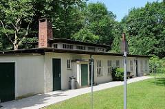 Waschhaus mit Trockenplatz - Gartensiedlung Mechelnbusch - erbaut 1949, Architekten Heinz Graaf und Max Corleis. Wohnhäuser mit Parklandschaft, 200m² Garten für jeden Mieter - Baudenkmale in Hamburg Rissen