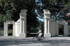 Eingang zun Jenischpark an der Elbchaussee - Kaisertor, neobarocke Toranlage, erbaut 1906.