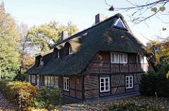 Reetgedecktes Wohngebäude - Fachwerkhaus im Wellinsbuettler WEg.