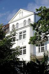 Restaurierte Altbauwohnungen mit Balkon in der Winterhuder Dorotheenstrasse.