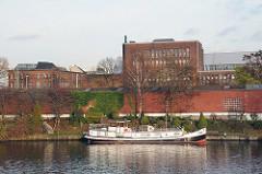 Hausboot am Kanal, Hochwasserbassin Bille.