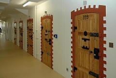 Türen Gefängnis / Gefängnistüren JVA Fuhlsbüttel Knast Hamburg.