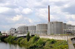 Tanklager in Hamburg Wilhelmsburg - Tankanlage am Reiherstieg.