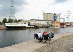 Harburger Binnenhafen - Hausboote am Lotsekai.