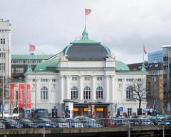 Gebäude des Deutschen Schauspielhauses an der Kirchenallee in Hamburg St. Georg.