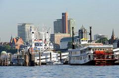 Hamburgs Architektur - Bilder aus St. Pauli - neugebaute Hochhäuser an der Elbe.
