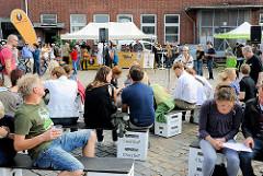 Tag des Oberhafens 2012 - buntes Markttreiben und Musik.