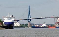 Blick über die Rethe zum Köhlbrand / Süderelbe und der Köhlbrandbrücke im Hamburger Hafen.