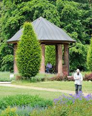 Pavillon im Schulgarten des Volksparks in Hamburg Bahrenfeld, Bezirk Altona.