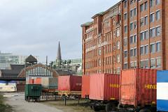 Abgestellte Container am Stadtdeich - Hamburger Fruchthof - Deichtorhallen.