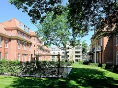 Historische und moderne Architektur - Wohngebäude auf dem Gelände des ehem. Krankenhaus Hamburg Barmbek Nord.