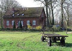 Wiesen und Bauernhaus an der Hamburger Grenze - Stadtteil Hamburg Langenhorn - Tangstedter Landstrasse.
