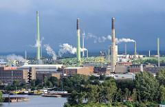 Blick auf die Peute in Hamburg Veddel - Industriearchitektur in der Hansestadt Hamburg.