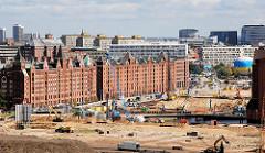 Hamburgfotos aus den Stadtteilen - Bilder aus der Hafencity, Baustelle am Brooktorkai - Fassade der Speicherstadt (2007)