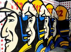 Gafitti - Wandmalerei, Feuerwehrmänner mit Helm - Fassade Freiwillige Feuerwehr Altona - Stadtteil im Hamburger Bezirk Altona.