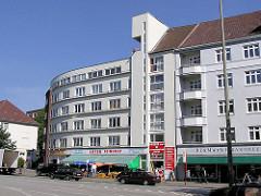Neues Bauen an der Fuhlsbüttler Strasse - Wohnhäuser, Geschäfte + Einzelhandel an der Barmbeker Einkaufsstrasse.