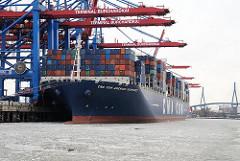 Containerschiff im Hamburger Hafen - Containerterminal Burchardkai - Frachter CMA CGM AMERIGO VESPUCCI.