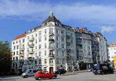 Historische Hamburger Architektur - Wohgebäude mit Mietswohnungen an der Bachstrasse in Hamburg Uhlenhorst.