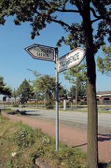 Hinweisschilder an der Versmannstrasse auf die Grenze zum Hamburger Freihafengebiet - Freizonengrenze + Zollgrenze.