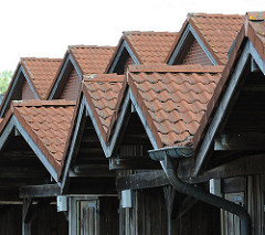 Dächer von Carports und Wohnhäusern in Hamburg Neuallermöhe - Architektur in der Hansestadt Hamburg.