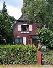 Einzelhaus an der Oldenfelder Strasse - Fenster mit Fensterluken.