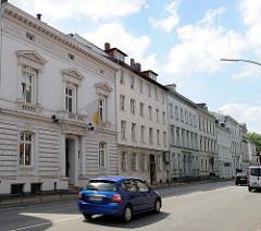 Blick auf die historische Häuserzeile der Stadtpalais in der Klopstockstrasse von Hamburg Ottensen.