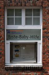 Erste-Baby-Hilfe, Babyklappe am Kinderkrankenhaus Hamburg Altona, Bleickenallee.
