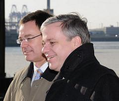 Grundsteinlegung, Baustelle Altona, neues Kreuzfahrtterminal -  Finanzsenator Michael Freytag, Wirtschaftssenator Axel Gedaschko.  (2010)