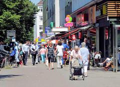 Shoppingmeile Fuhlsbüttler Strasse - Einkaufen in Barmbek Nord - Bilder aus den Hamburger Stadteilen.