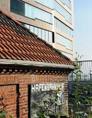 Gebäude der Hafenbahn an der Grossen Elbstrasse, moderne Bürohochhaus.