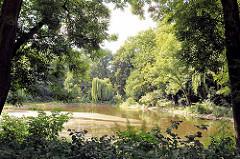 Fotos aus Hamburg Hamm; Hammer Park - Teich mit Bäumen am Ufer.