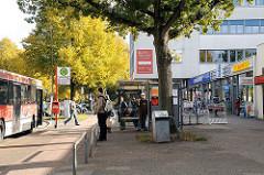 Bushaltestelle Geschäfte - Ladengeschäfte Borsteler Chaussee.