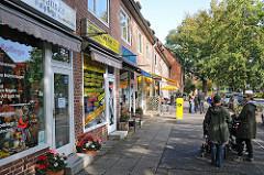 Geschäfte in der Stuebeheide - Einkaufen im Stadtteil Ohlsdorf - Läden vor der Tür in Klein Borstel.