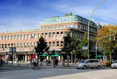 Unter Denkmalschutz stehendes ehem. Karstadt Gebäude in Hamburg Eppendorf / Kümellstrasse, Marie Jonas Platz.-