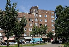 Hamburg Bilder von der Veddel - Baublock aus rotem Ziegelstein  - Wohngebäude der 1920er Jahre - Architektur Oberbaudirektor Frizt Schumacher / unterschiedliche Architekten Hamburgs.