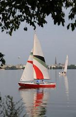 Blick auf Segelboote auf der Aussenalster.