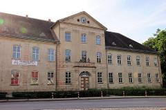 Unteres Schloss Mirow, Baujahr 1735 - Wohnsitz von Herzog Karl, Geburtsort der späteren englischen Königin Charlotte.