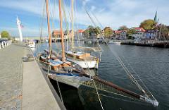 Segelschiffe im Hafen von Neustadt / Holstein.
