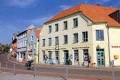 Geschäftshäuser / Wohnhäuser - Tourist-Information an der Kirchenstrasse in Malchow.