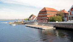Pagodenspeicher am Neustädter Binnenwasser - historischer Getreidespeicher, erbaut 1830.