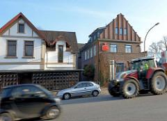 Einzelhäuser / Wohnhäuser + gewerbliche Nutzung - Traktor / Kieler Strasse, Quickborn.