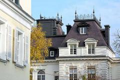 Historische Hausfassaden in der Milchstrasse in Hamburg Rotherbaum / Pöseldorf.